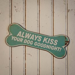 Skylt Always kiss your dog goodnight